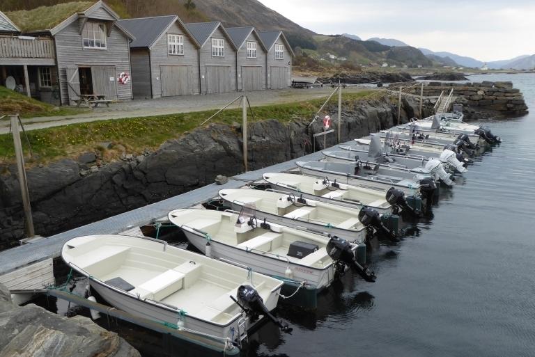 Hafen-mit-Øien-und-Hobby-Booten